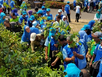 Our participation in World Environment Day 2015 by distributing 1000 seeds to participants